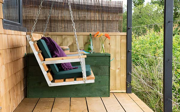 WOW Into The Woods Cabin swingseat
