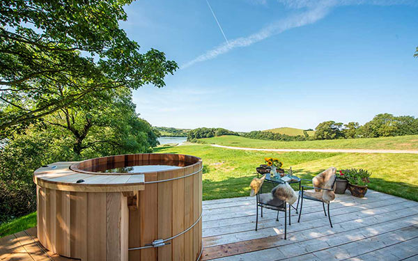 wow curlew shepherds hut hot tub