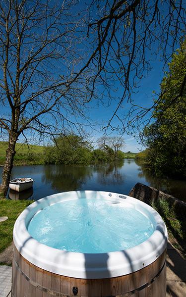 wow hayleys hut hot tub