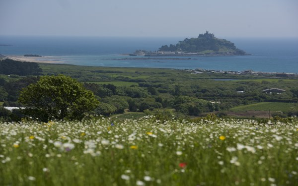 Mount View Luxury Glamping sea view of Mounts Bay and St Michael's Mount, Cornwall